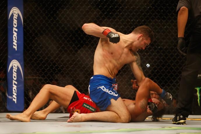 Chris Weidman usou seu ground and pound para vencer Vitor Belfort no primeiro round (Foto: Getty Images)