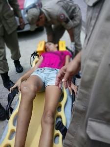 Jovem foi agredida pela mãe no meio da rua (Foto: ManchetePB)