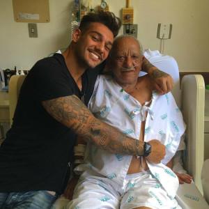Após visitar avô no hospital, Lucas Lucco é fortemente criticado pela prima