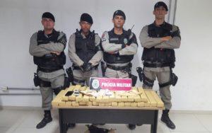 Drogas foram apreendidas dentro de carro (Foto: Soldado Monteiro/Polícia Militar da Paraíba)