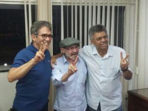 Ex-reitor, Thompson Mariz, ao lado do atual reitor Edilson e o candidato eleito Vicemário Simões