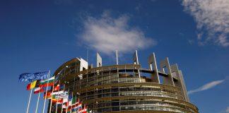 Para Comissão Europeia, empresas de tecnologia não cumpriram o combinado de reprimir as notícias falsas — Foto: REUTERS/Arnd Wiegmann