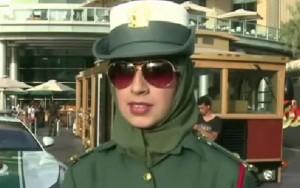 Policial feminina de Dubai foi tocada por turista, que acabou sendo condenado por abuso sexual (Foto: Reprodução/Youtube)