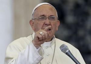 Francisco pediu mudanças em estilo de vida e acusou potências