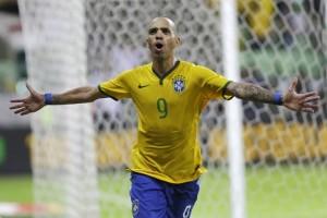 Diego Tardelli comemora gol da Seleção Brasileira em amistoso contra o México, em São Paulo (Foto: Nelson Antoine/AP)