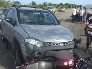 Carro atingiu a moto e um outro veículo