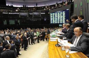30/06/2015 -Brasília – DF – Brasil – Sessão no plenário da Câmara que discutirá a proposta de redução da Maioridade penal (PEC 171/93). Na foto, deputados se inscrevem para falar na sessão plenária. Foto: Gustavo Lima/ Câmara dos Deputados