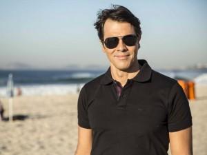 Claudio Lins fala sobre beijo gay em novela