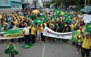 Manifestação em Campina Grande caminhou até Açude Velho (Foto: Rammm Monte)