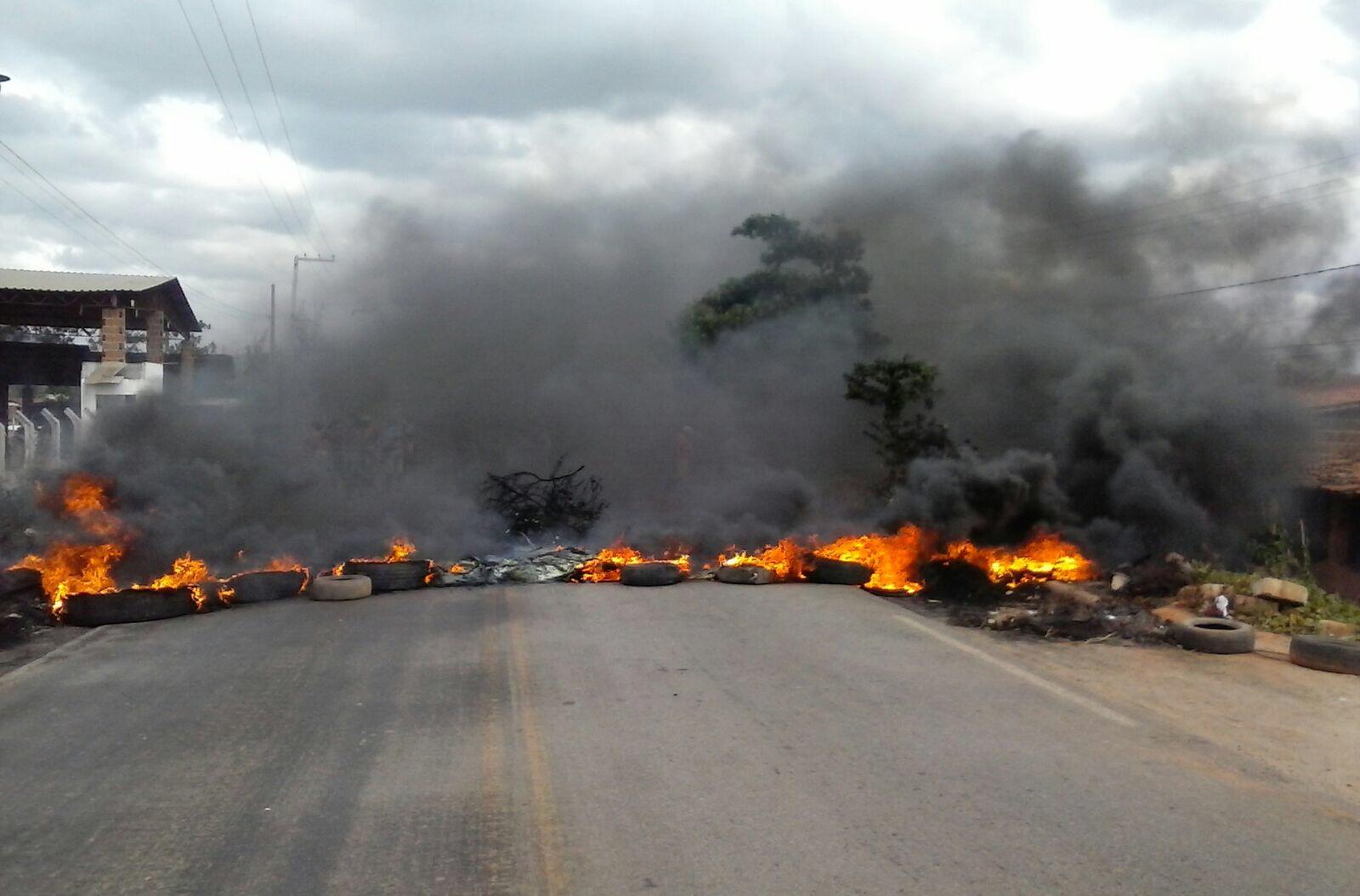 Protesto interrompeu trânsito na PB-073