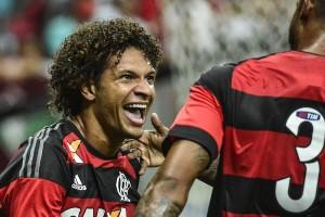 Willian Arão fez o primeiro do Flamengo (Foto: Ricardo Botelho/Brazil Photo Press/Folhapress)
