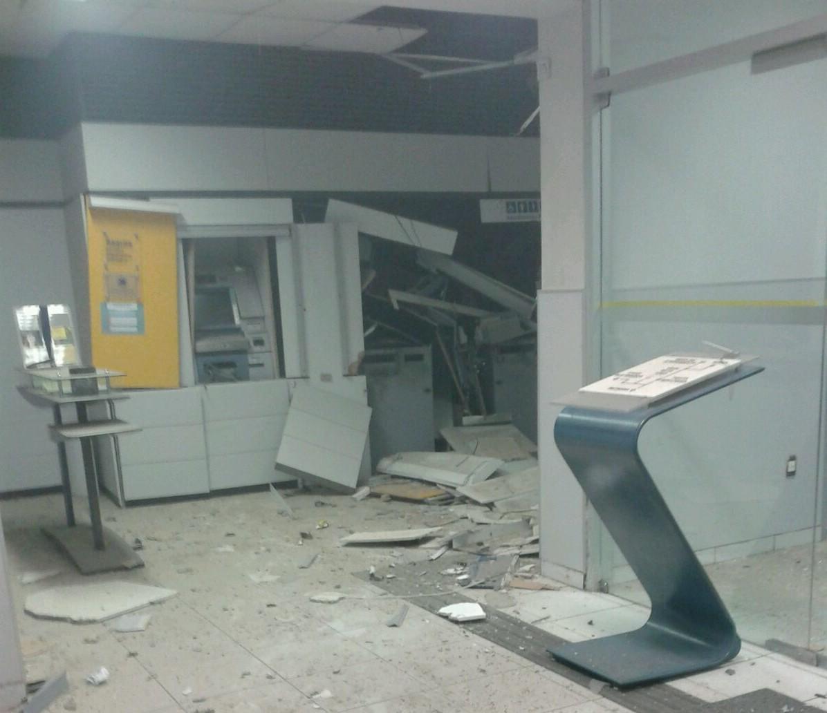 Caixas eletrônicos foram explodidos e bandidos levaram dinheiro