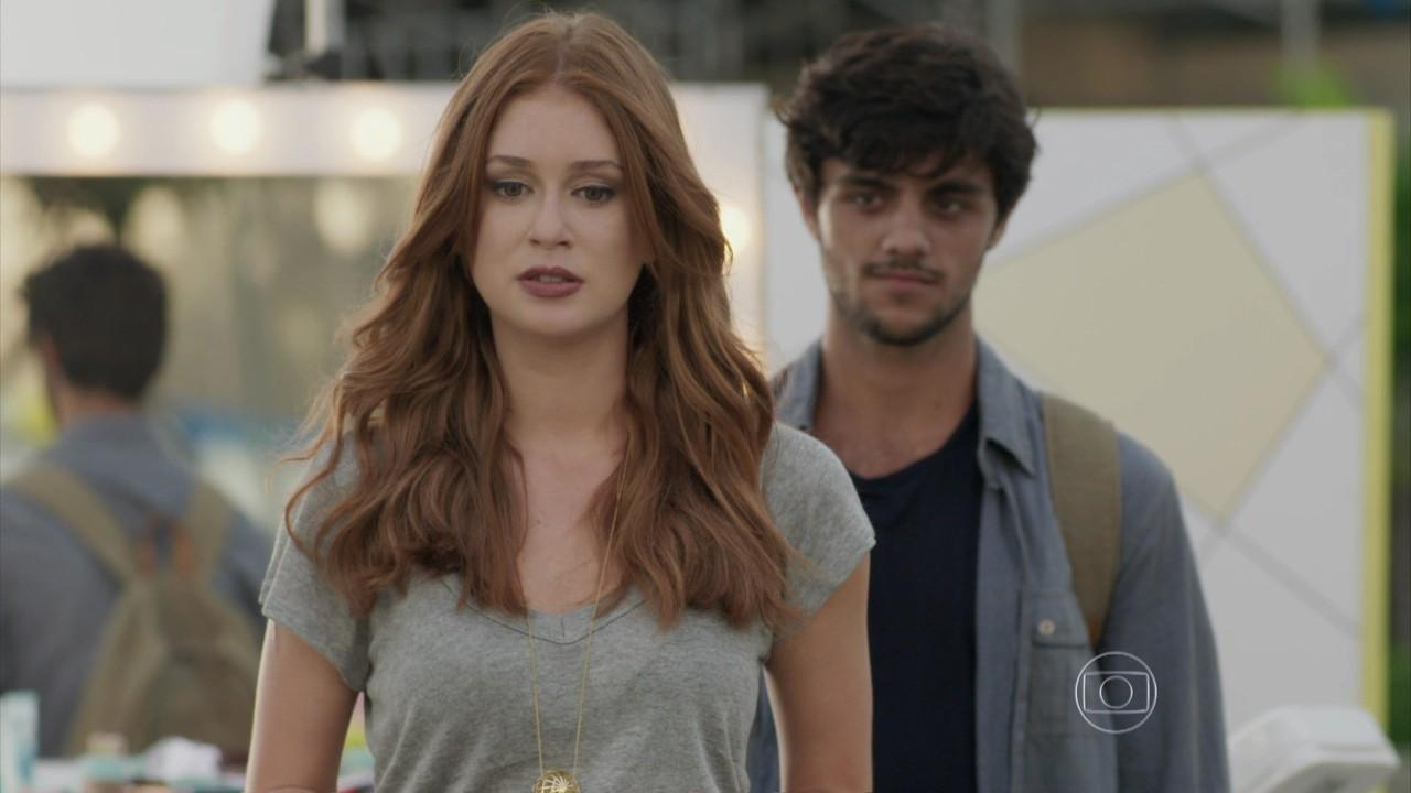 Marina Ruy Barbosa (Eliza) e Felipe Simas (Jonatas) em cena de Totalmente Demais