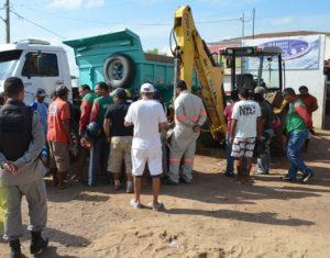 Mecânico realizava serviço no veículo quando foi atingido pela caçamba Foto: Reprodução/Folha do Sertão)