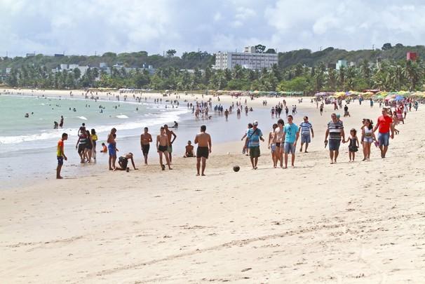Banhistas devem evitar a praia de Cabo Branco em João Pessoa,  até o dia 20 de maio, segundo a Sudema (Foto: Herbert Clemente/Jornal da Paraíba/Arquivo)