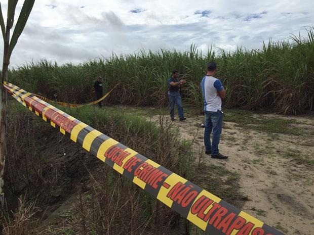 Corpo foi encontrado nesta terça-feira (24) em um canavial em Santa Rita (Foto: Walter Paparazzo