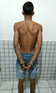 Suspeito foi localizado na sua residência e preso em flagrante (Foto: Assessoria 4º BPM)