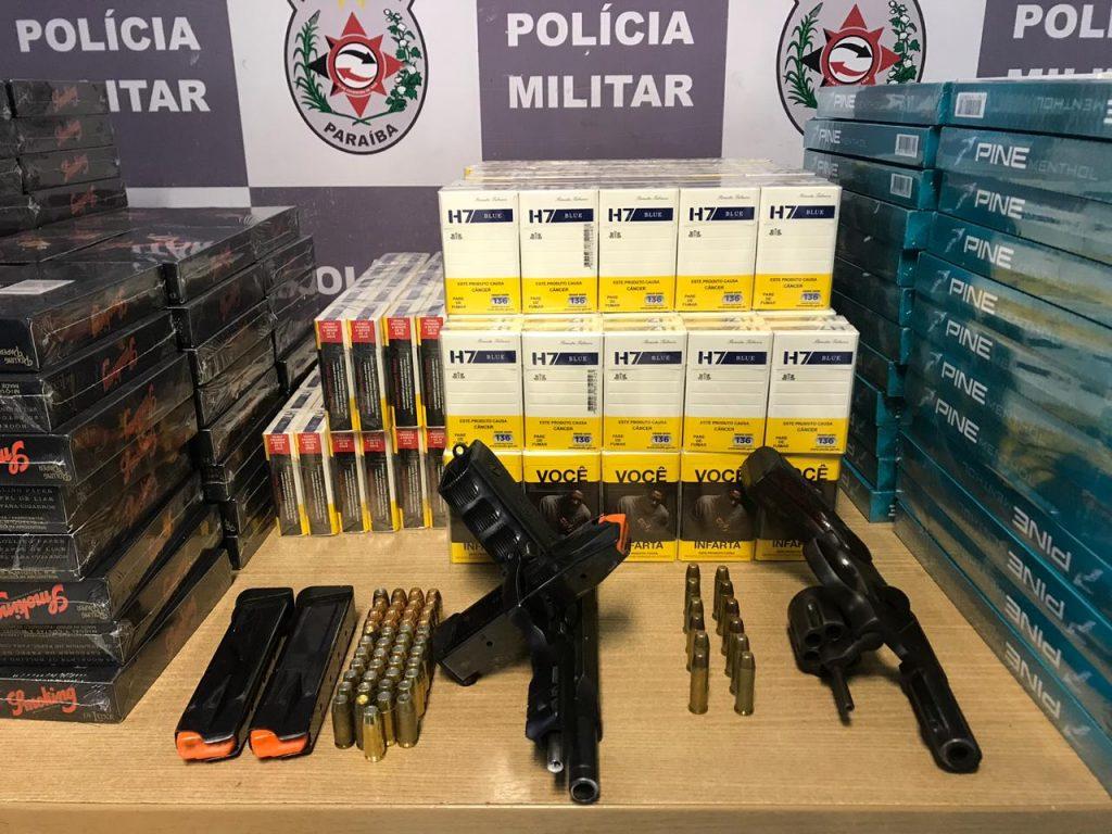 Homem foi preso com armas e mulher era responsável por cigarros, segundo PM (Foto: Ascom/Polícia Militar)