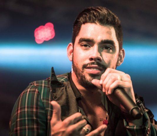 Assessoria do cantor Gabriel Diniz, do hit 'Jenifer', informa que ele estava na aeronave (Foto: Divulgação)