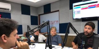 Renato Meireles sendo sabatinado pelo radialista Célio Alves, na Cultura 94,5 FM (Foto: Divulgação)