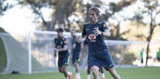 Felipe Luís vem sendo acompanhado pela fisioterapeuta Caio Melo e pelo preparador físico Fábio Mahseredjian (Foto: Lucas Figueiredo - CBF)